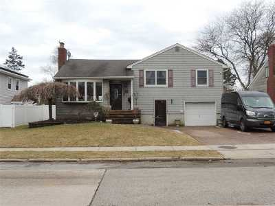Wantagh Single Family Home For Sale: 120 Tally Ln