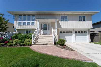 Merrick Single Family Home For Sale: 2942 Whaleneck Dr