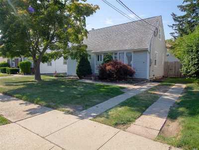 Plainview Single Family Home For Sale: 26 Nassau Ave