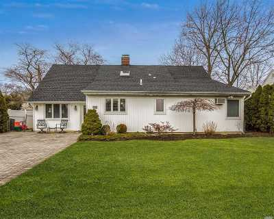 Wantagh Single Family Home For Sale: 36 Wavy Ln