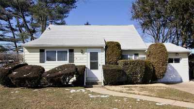 East Meadow Single Family Home For Sale: 2655 Park Cir
