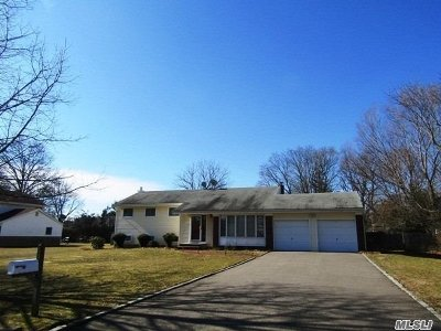 E. Northport Single Family Home For Sale: 7 Tollgate Dr