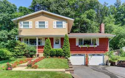 Kings Park Single Family Home For Sale: 27 Ravenwood Dr