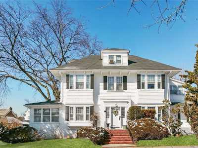 Douglaston Single Family Home For Sale: 15 Manor Rd