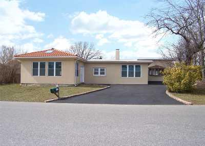 Farmingdale Single Family Home For Sale: 34 Garden St