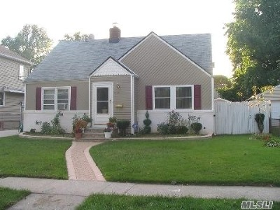 Uniondale Single Family Home For Sale: 474 Fenimore Ave