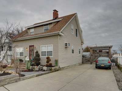 Bay Shore Single Family Home For Sale: 5 Cottage Ave