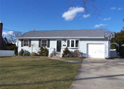 West Islip Single Family Home For Sale: 73 Sutton Ct