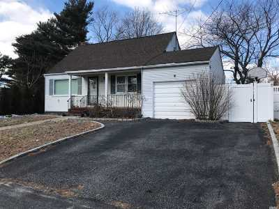 Lindenhurst Single Family Home For Sale: 319 Heathcote Rd