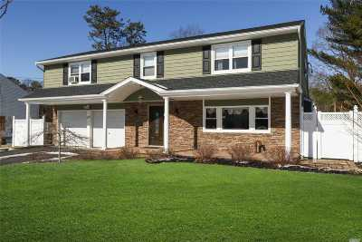 Lake Grove Single Family Home For Sale: 47 Summerfield Dr