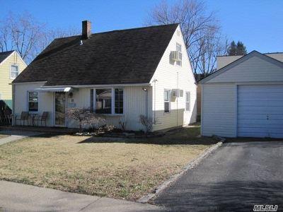 Roslyn Single Family Home For Sale: 14 Harvard St