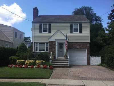 Lynbrook Single Family Home For Sale: 33 Arthur Ave
