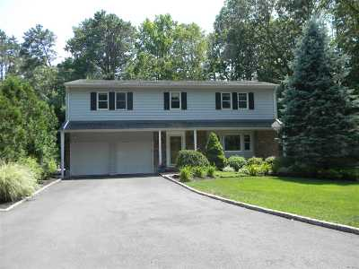 Smithtown Single Family Home For Sale: 58 Churchill Ln