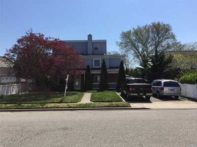 Levittown Single Family Home For Sale: 83 Anchor Ln