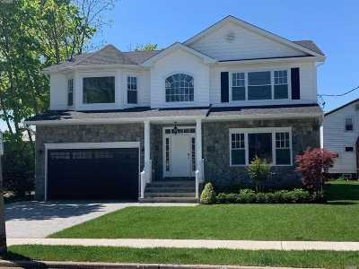 Merrick Single Family Home For Sale: 80 Wynsum