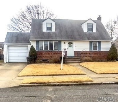 Bethpage Single Family Home For Sale: 34 Devon Rd