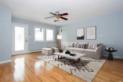 Levittown Single Family Home For Sale: 14 Farm Ln