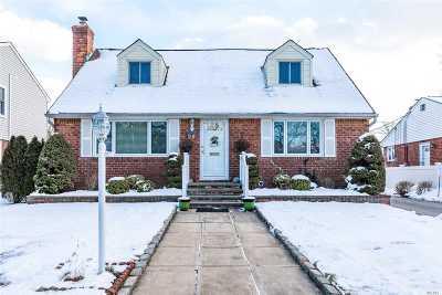 New Hyde Park Single Family Home For Sale: 36 Oak Ln