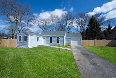 Holbrook Single Family Home For Sale: 115 Oliver St