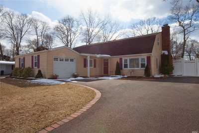 Holbrook Single Family Home For Sale: 16 Library Ln