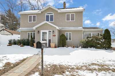 Levittown Single Family Home For Sale: 26 Forge Ln