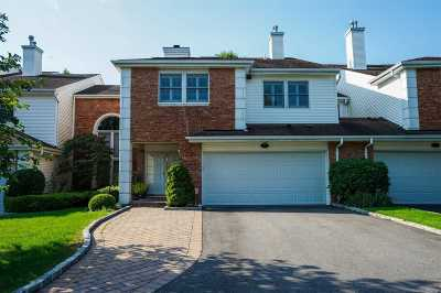 Commack Condo/Townhouse For Sale: 85 Hamlet Dr