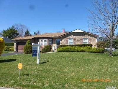 Holtsville Single Family Home For Sale: 4 Jenny Ln