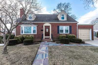 New Hyde Park Single Family Home For Sale: 1658 Broadway