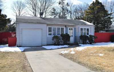 Bay Shore Single Family Home For Sale: 36 19th Ave