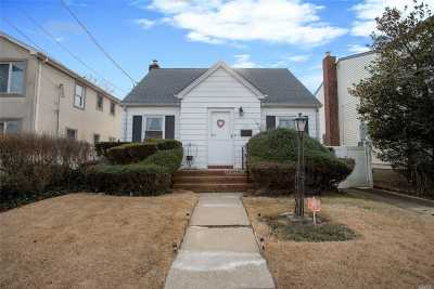 Franklin Square Single Family Home For Sale: 897 Saint James Pl