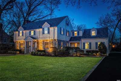 Rockville Centre Single Family Home For Sale: 111 Roxen Rd