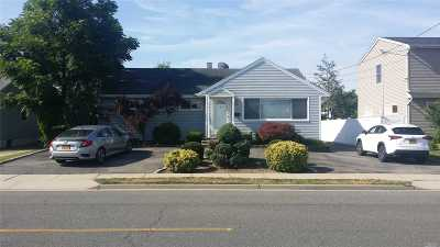 Merrick Single Family Home For Sale: 1716 Camp Ave