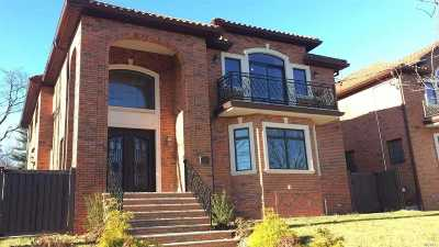 Bayside Single Family Home For Sale: 39-62 222nd St