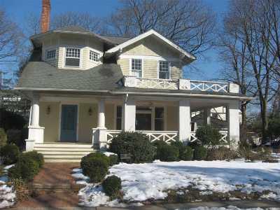 Garden City Single Family Home For Sale: 141 Kensington Rd