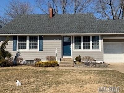 Westbury Single Family Home For Sale: 2239 N Plum Tree Rd