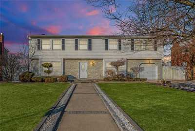 Medford Single Family Home For Sale: 22 Rustic Ave
