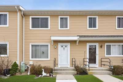 Massapequa Park Condo/Townhouse For Sale: 66 Town House Dr