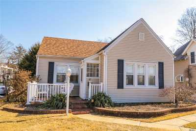 Bay Shore Single Family Home For Sale: 27 Oakland Ave