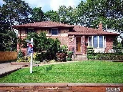Farmingdale, Hicksville, Levittown, Massapequa, Massapequa Park, N. Massapequa, Plainview, Syosset, Westbury Single Family Home For Sale: 10 Lourae Dr