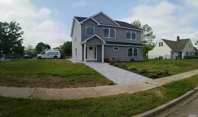 Levittown Single Family Home For Sale: 54 Shotgun Ln