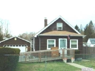 Selden Single Family Home For Sale: 30 N Evergreen Dr