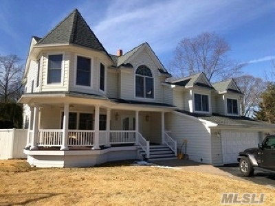 Islip Single Family Home For Sale: 56 Saint Marks Ln