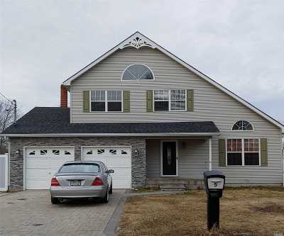 Mastic Beach Single Family Home For Sale: 5 W Narcissus Rd