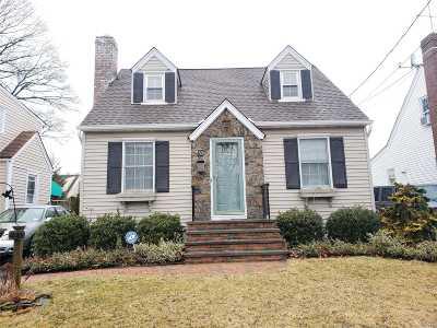 Freeport Single Family Home For Sale: 50 Saint Marks Ave