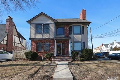 Mineola Single Family Home For Sale: 295 Foch Blvd