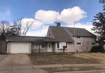 Levittown Single Family Home For Sale: 7 Teal Ln