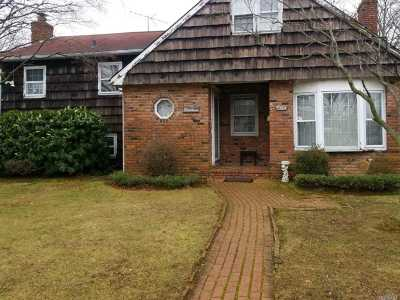 Lindenhurst Single Family Home For Sale: 1004 N Niagara Ave