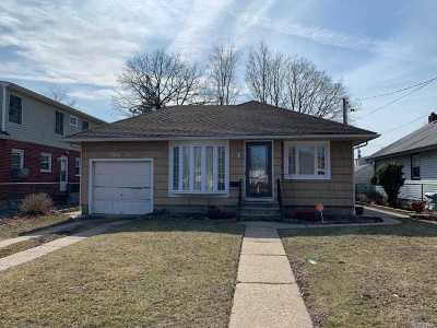 Hempstead Single Family Home For Sale: 84 Homan Blvd