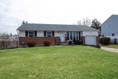 Commack Single Family Home For Sale: 21 Bluegrass Ln