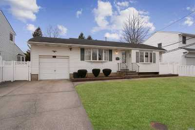 Commack Single Family Home For Sale: 27 Calvert Ave